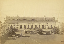The principal building of the Great Imambara of Nawab Assuf-ood-daulah [Lucknow].